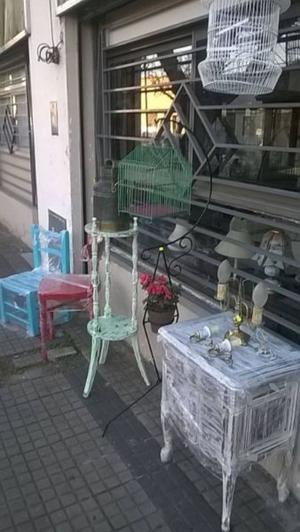 mesa antigua intervenida