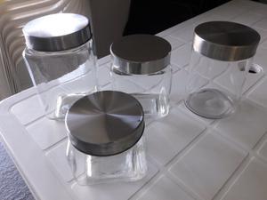 Frascos de vidrio con tapas de acero inoxidable cuatro