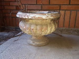 Macetas antiguas de cemento copas