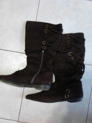 VENDO BOTAS DE GAMUZA COLOR MARRON OSCURO, NUMERO 37