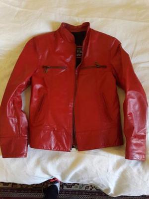 campera de cuero roja sin uso