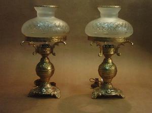 par de lámparas de bronce dorado con pantalla cristal