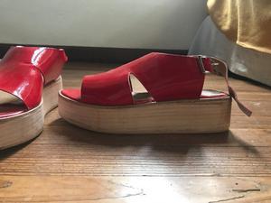sandalias charol rojas c plataforma de madera NUEVOS SIN USO