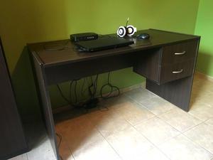 1 juego de escritorio y repisa de madera color wengue