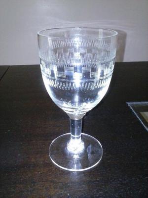 Antiguo juego 10 copas de vino talladas al acido
