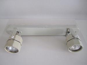 Aplique de 2 Luces Incluye 1 lampara dicroica con Detalle