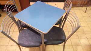 Juego de mesas y sillas para bar