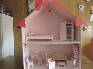 Liquido casita de muñecas de madera rosa en excelente
