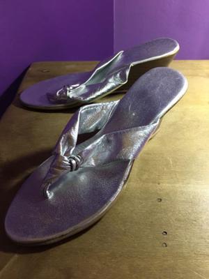 Sandalias plateadas taco chino