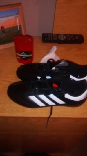 Vendo botines de futbol nuevos