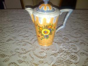 antigua cafetera de porcelana