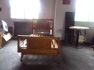 cama de una plaza y media en madera dura
