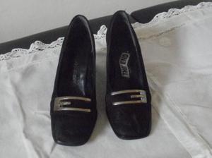 hermosos zapatos de gamuza negros