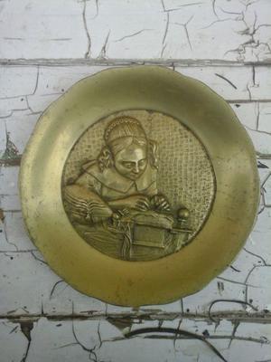 plato de bronce macizo
