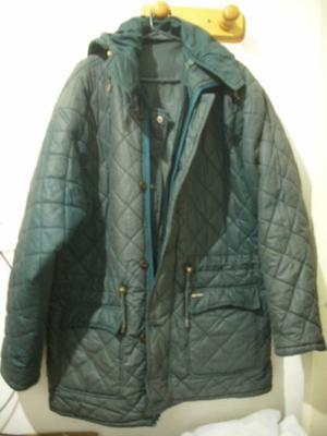 Campera de invierno talle XL con capucha!!