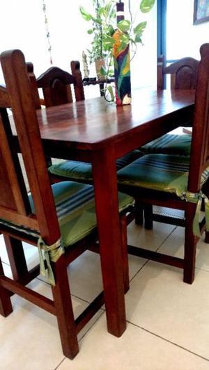 Mesa de Roble Laqueada + 4 sillas. (almohadones opcional)