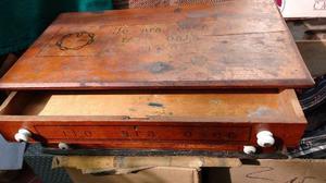 Mueble exihidor de hilos antiguos