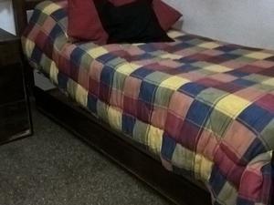 Muy Buena cama en madera maciza