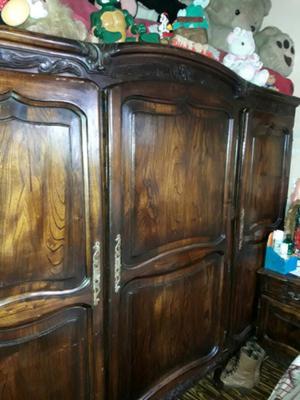 Excelentes muebles antiguos ropero lan s posot class for Restauradores de muebles antiguos