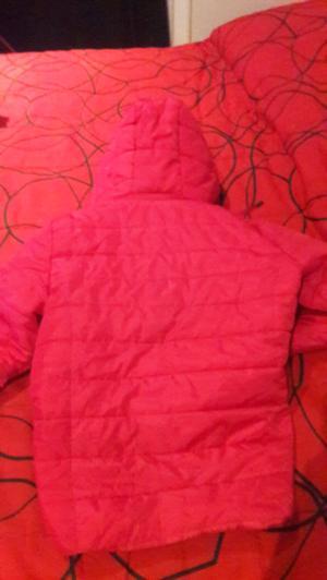 Vendo urgente campera rosa con capucha desmontable