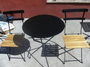 mesa tipo quilmes y sillas