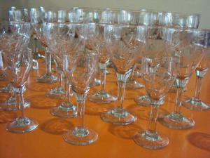33 Copas antiguas de vino, agua y jeréz.