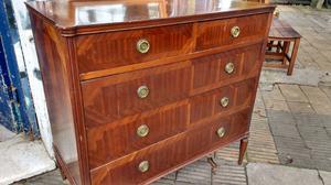 Antigua cómoda estilo inglés en madera de cedro