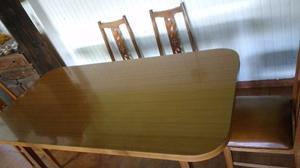 Juego de Mesa (de formica) con seis sillas de madera