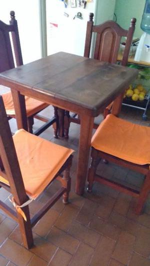 Mesa chica y sillas