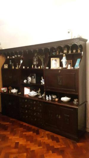 Mueble antiguo estilo español de cedro macizo