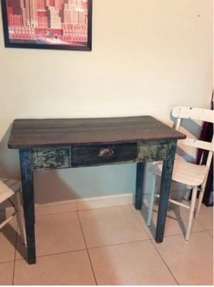 mesa antigua de campo