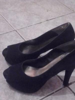 zapatos negros de gamuza taco aguja