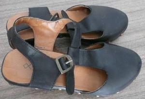 zapatos zuecos nazaria negros.