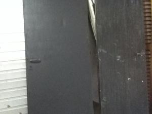 2 puertas negras!