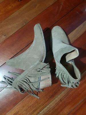 Botas de gamuza color visón nuevas