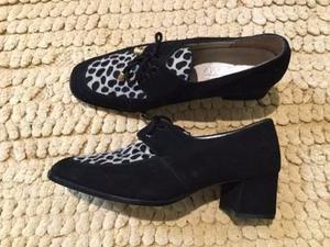 Zapatos bajos abotinados de gamuza