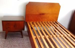 cama de 1 plaza y media + mesa de luz