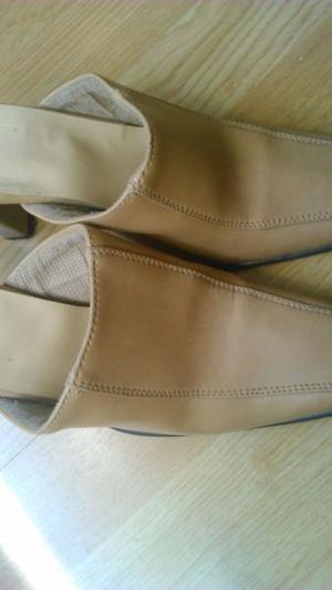 sandalias de cuero marron claro n 35/6 sin talonera 100$