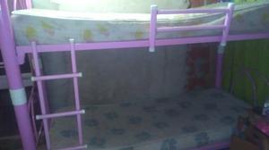 Cama superpuesta con colchones líquido