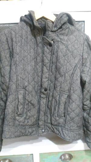 Campera de tela con capucha