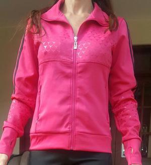 Campera mujer deportiva moda. NUEVA