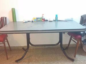 Mesa de formica excelente estado 1,60x 80 aprox $