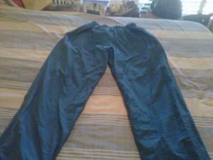 Pantalon deportivo marca Diadora talle XL usado.