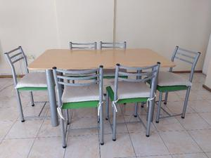 Vendo juego de sillas y mesas usado