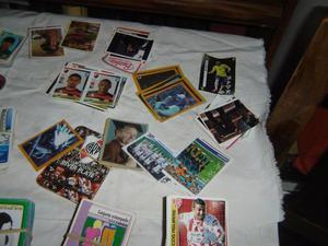 gran lote de figuritas cartas de distintos personajes
