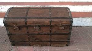 Antiguo baúl o cofre piratas
