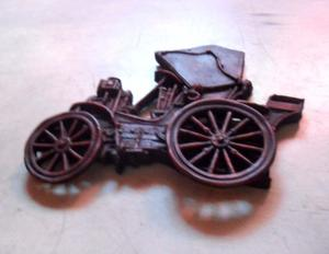 Auto antiguo para colgar.