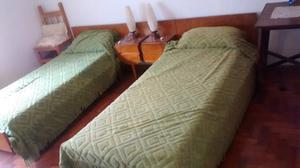 Juego de dormitorio con dos camas
