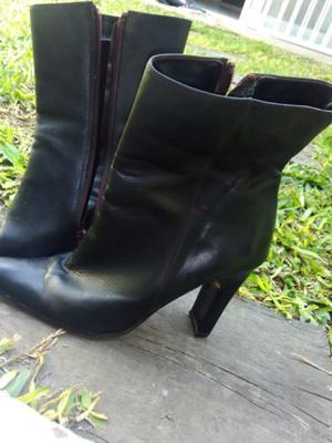 Vendo botas,de cuero número 36