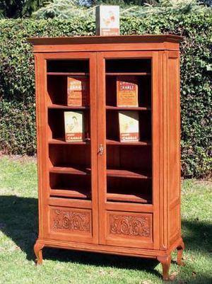biblioteca de roble de eslavonia lustrada. estilo reina ana